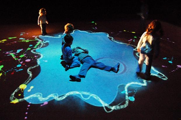 La Pozzanghera, micropaesaggio interattivo ideato dallo Studio Azzurro di Paolo Rosa