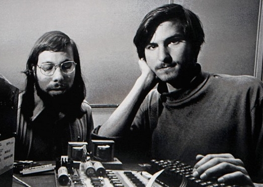 Steve Wozniak e Steve Jobs, fondatori di Apple, negli Anni 70