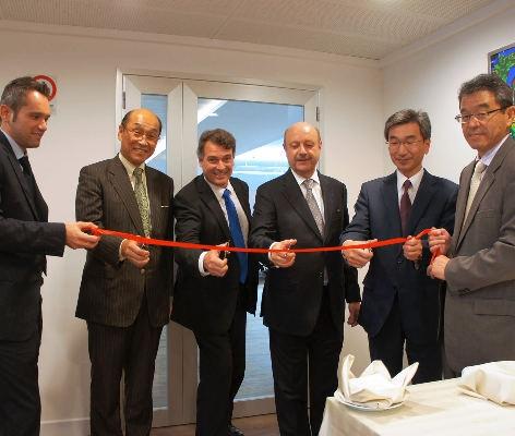 I vertici italiani, europei e asiatici della divisione Pfu di Fujitsi inaugurano i nuovi uffici di Milano